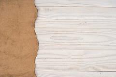 Παλαιό έγγραφο για έναν παλαιό άσπρο ξύλινο πίνακα Στοκ εικόνες με δικαίωμα ελεύθερης χρήσης