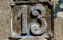 Παλαιό αναδρομικό πιάτο αριθμός 13 χυτοσιδήρου Στοκ Φωτογραφίες