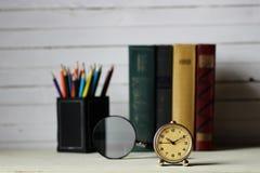 Παλαιό αναδρομικό ρολόι βιβλίων Στοκ Φωτογραφίες