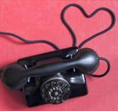 Παλαιό αναδρομικό τηλέφωνο με την περίληψη μορφής καρδιών Στοκ Φωτογραφία