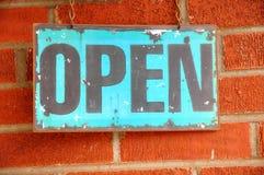 Παλαιό ανοικτό σημάδι στοκ εικόνα με δικαίωμα ελεύθερης χρήσης