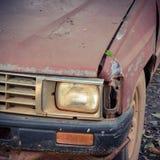 Παλαιό απόρριμα του αυτοκινήτου που εγκαταλείπεται Στοκ Φωτογραφίες
