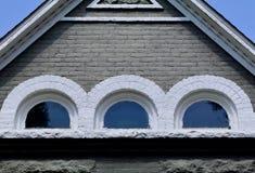Παλαιό αττικό παράθυρο τούβλου Στοκ φωτογραφία με δικαίωμα ελεύθερης χρήσης