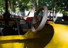 Παλαιό αυτοκίνητο παιδικών χαρών μετάλλων Στοκ Εικόνες