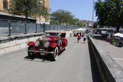 Παλαιό αυτοκίνητο στην πόλη Στοκ Φωτογραφίες