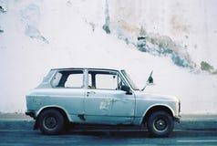 Παλαιό αυτοκίνητο χρωμάτων αποφλοίωσης Στοκ φωτογραφία με δικαίωμα ελεύθερης χρήσης
