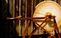 Παλαιό αλέθοντας πέτρινο Sharpener Στοκ Εικόνες