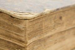 Παλαιό βιβλίο - κινηματογράφηση σε πρώτο πλάνο σελίδων στοκ φωτογραφία με δικαίωμα ελεύθερης χρήσης