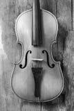 Παλαιό βιολί σε ένα εργαστήριο Στοκ Φωτογραφίες