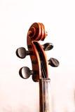 Παλαιό βιολί σε ένα εργαστήριο Στοκ εικόνες με δικαίωμα ελεύθερης χρήσης