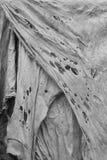 Παλαιό βρώμικο σχισμένο κουρέλι, σύσταση κουρελιών, κάθετη στοκ φωτογραφίες με δικαίωμα ελεύθερης χρήσης