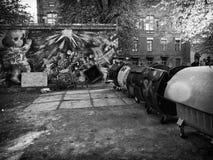 Παλαιό γκαράζ σπιτιών αρχιτεκτονικής γκράφιτι Στοκ φωτογραφία με δικαίωμα ελεύθερης χρήσης