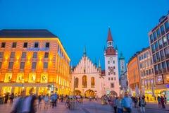 Παλαιό Δημαρχείο του Μόναχου κοντά στη πλατεία της πόλης Marienplatz τη νύχτα στο Μόναχο, Γερμανία Στοκ Φωτογραφίες