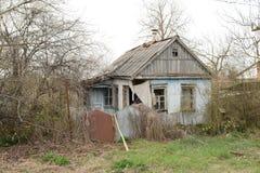 Παλαιό εγκαταλειμμένο σπίτι πλίθας στο χωριό Στοκ φωτογραφίες με δικαίωμα ελεύθερης χρήσης