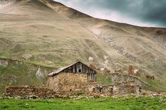 Παλαιό εγκαταλειμμένο χωριό με τα σπίτια σε Ketrisi Στοκ Εικόνα