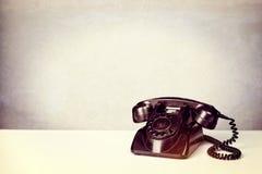 Παλαιό εκλεκτής ποιότητας μαύρο τηλέφωνο Στοκ Εικόνα