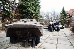 Παλαιό εκλεκτής ποιότητας στρατιωτικό πολεμικό όχημα πεζικού με howitzer και Στοκ Εικόνα