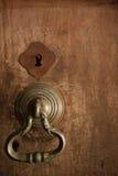 Παλαιό εξόγκωμα στην ξύλινη πόρτα Στοκ Εικόνες