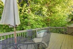 Παλαιό επιτραπέζιο σύνολο patio σιδήρου. Στοκ εικόνα με δικαίωμα ελεύθερης χρήσης