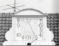 Παλαιό ηλιακό ρολόι στεγών Στοκ Φωτογραφίες
