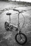 Παλαιό διπλώνοντας ποδήλατο Στοκ Εικόνες