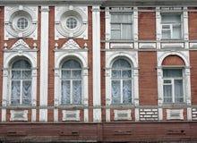 Παλαιό διώροφο ξύλινο σπίτι, πρόσοψη Στοκ εικόνες με δικαίωμα ελεύθερης χρήσης
