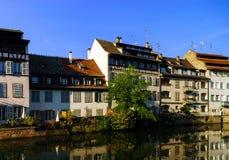 Παλαιό κέντρο του Στρασβούργου Χαρακτηριστικός τα σπίτια στον ποταμό Στοκ Φωτογραφίες