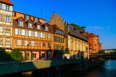 Παλαιό κέντρο του Στρασβούργου Χαρακτηριστικός τα σπίτια στον ποταμό Στοκ Εικόνα
