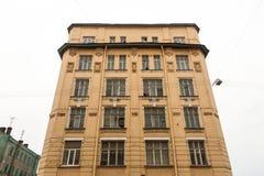 Παλαιό κίτρινο κλασικό σπίτι Στοκ εικόνες με δικαίωμα ελεύθερης χρήσης