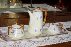 παλαιό καθορισμένο τσάι Στοκ εικόνες με δικαίωμα ελεύθερης χρήσης