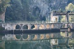 Παλαιό και αγροτικό φράγμα (Rimasco, Piedmont) Στοκ φωτογραφία με δικαίωμα ελεύθερης χρήσης