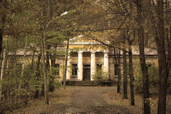Παλαιό και εγκαταλειμμένο κτήριο Στοκ φωτογραφία με δικαίωμα ελεύθερης χρήσης