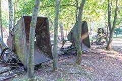 Παλαιό καροτσάκι ορυχείου στο δάσος Στοκ εικόνα με δικαίωμα ελεύθερης χρήσης