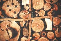 Παλαιό καφετί φυσικό ξύλινο υπόβαθρο, σπίτι μελισσών στοκ εικόνα