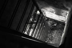Παλαιό κενό εγκαταλειμμένο εσωτερικό αποθηκών Στοκ φωτογραφίες με δικαίωμα ελεύθερης χρήσης