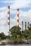 Παλαιό κουκκιστήρι που δένεται στη νέα αποβάθρα εγκαταστάσεων παραγωγής ενέργειας Βελιγραδι'ου σε Sava Ri Στοκ φωτογραφίες με δικαίωμα ελεύθερης χρήσης