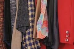 Παλαιό κουμπί φορεμάτων ύφους με το wardrope στοκ φωτογραφίες με δικαίωμα ελεύθερης χρήσης