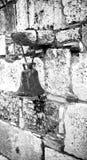 Παλαιό κουδούνι στον τοίχο Στοκ Εικόνες