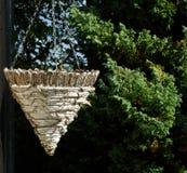 Παλαιό κρεμώντας καλάθι Στοκ εικόνες με δικαίωμα ελεύθερης χρήσης