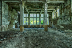 Παλαιό κτήριο εργοστασίων, τρομερό υπόβαθρο στοκ φωτογραφία