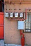 Παλαιό κτήριο με τα ηλεκτρικά κιβώτια Στοκ εικόνα με δικαίωμα ελεύθερης χρήσης