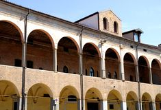 Παλαιό κτήριο με τα μεγάλα μέρη δίπλα στη βασιλική του ST Anthony στην Πάδοβα στο Βένετο (Ιταλία) Στοκ φωτογραφίες με δικαίωμα ελεύθερης χρήσης