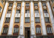 Παλαιό κτήριο με τα σοβιετικά σύμβολα Στοκ Εικόνες