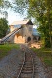 Παλαιό κτήριο ορυχείου με τις διαδρομές Στοκ Εικόνες