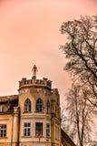 Παλαιό κτήριο σε Kuldiga, Λετονία στοκ εικόνες