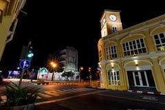 Παλαιό κτήριο στη νυχτερινή phuket πόλη Ταϊλάνδη Στοκ Εικόνες