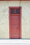 παλαιό κόκκινο πορτών Στοκ φωτογραφίες με δικαίωμα ελεύθερης χρήσης