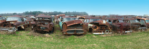Παλαιό κλασικό αυτοκίνητο, αυτοκίνητα, Junkyard Στοκ Εικόνες
