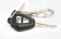 Παλαιό κλειδί αυτοκινήτων με τον τηλεχειρισμό σχετικά με το άσπρο υπόβαθρο Στοκ εικόνα με δικαίωμα ελεύθερης χρήσης