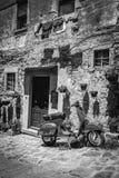 Παλαιό μηχανικό δίκυκλο στην Τοσκάνη Στοκ εικόνα με δικαίωμα ελεύθερης χρήσης